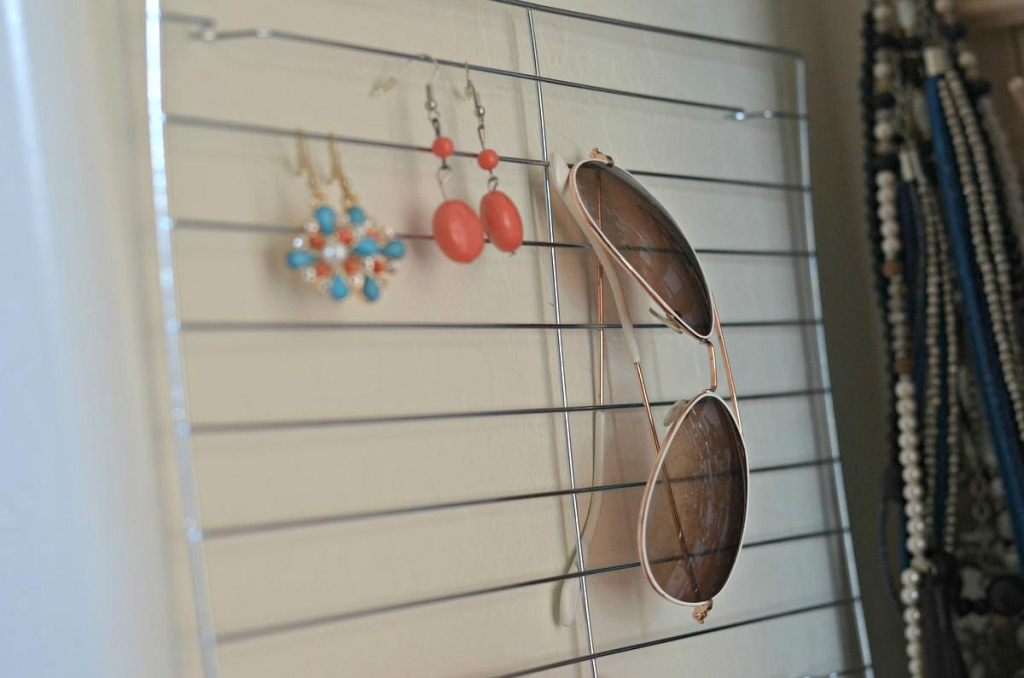 Cooling_Rack_to_Hang_Earings_&_Sunglases_