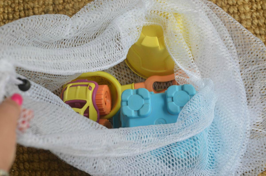 Store_Sand_Toys_in_a_Mesh_Laundry_Bag_