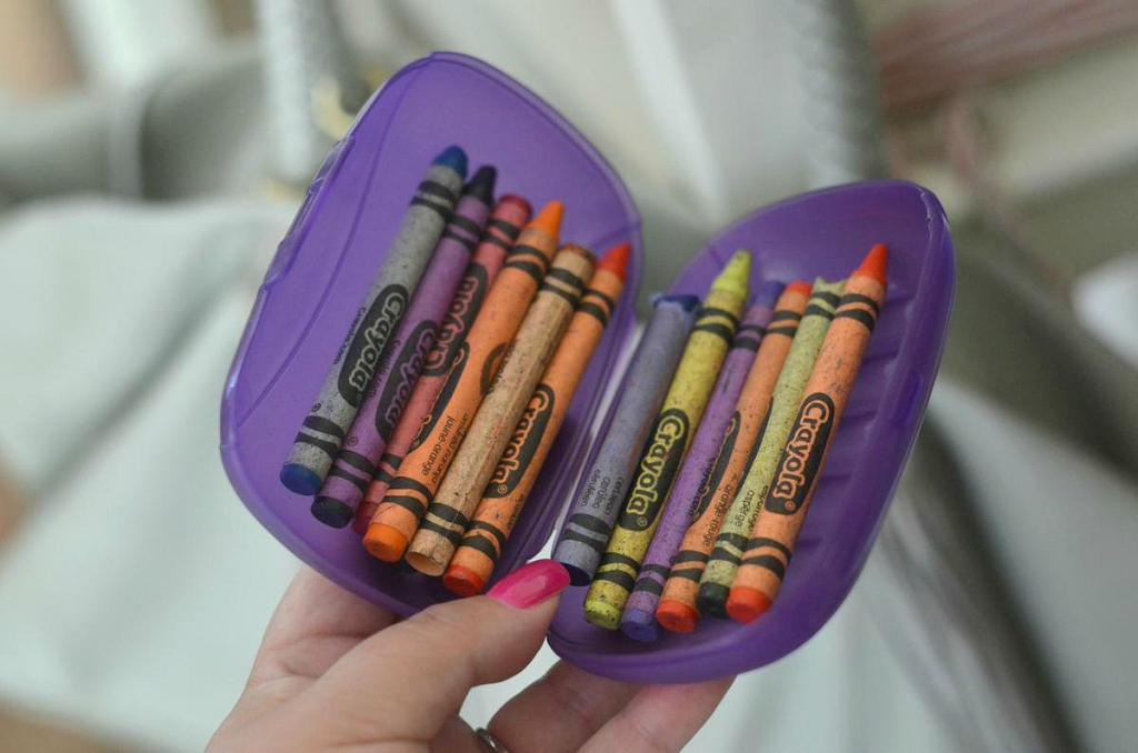 Use_a_Soap_Holder_to_Organize_Crayons
