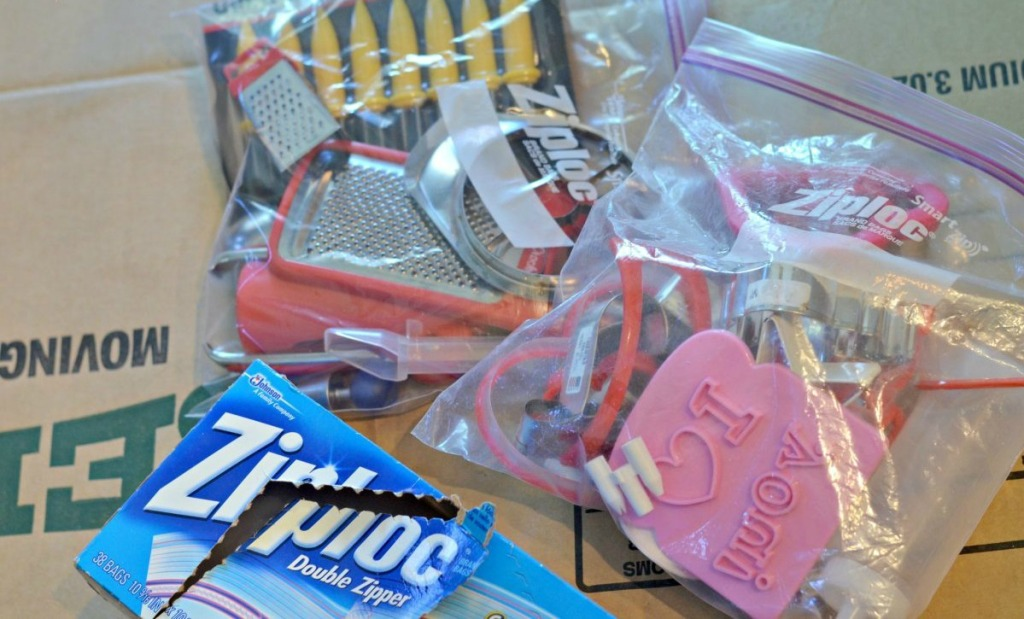 use ziploc bags for moving small items