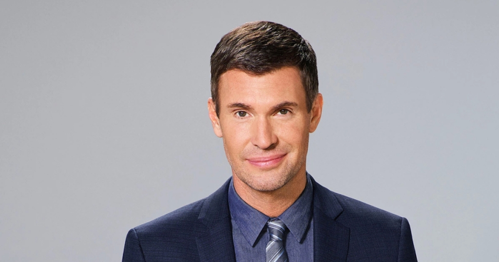 jeff lewis wearing a suit with gray background