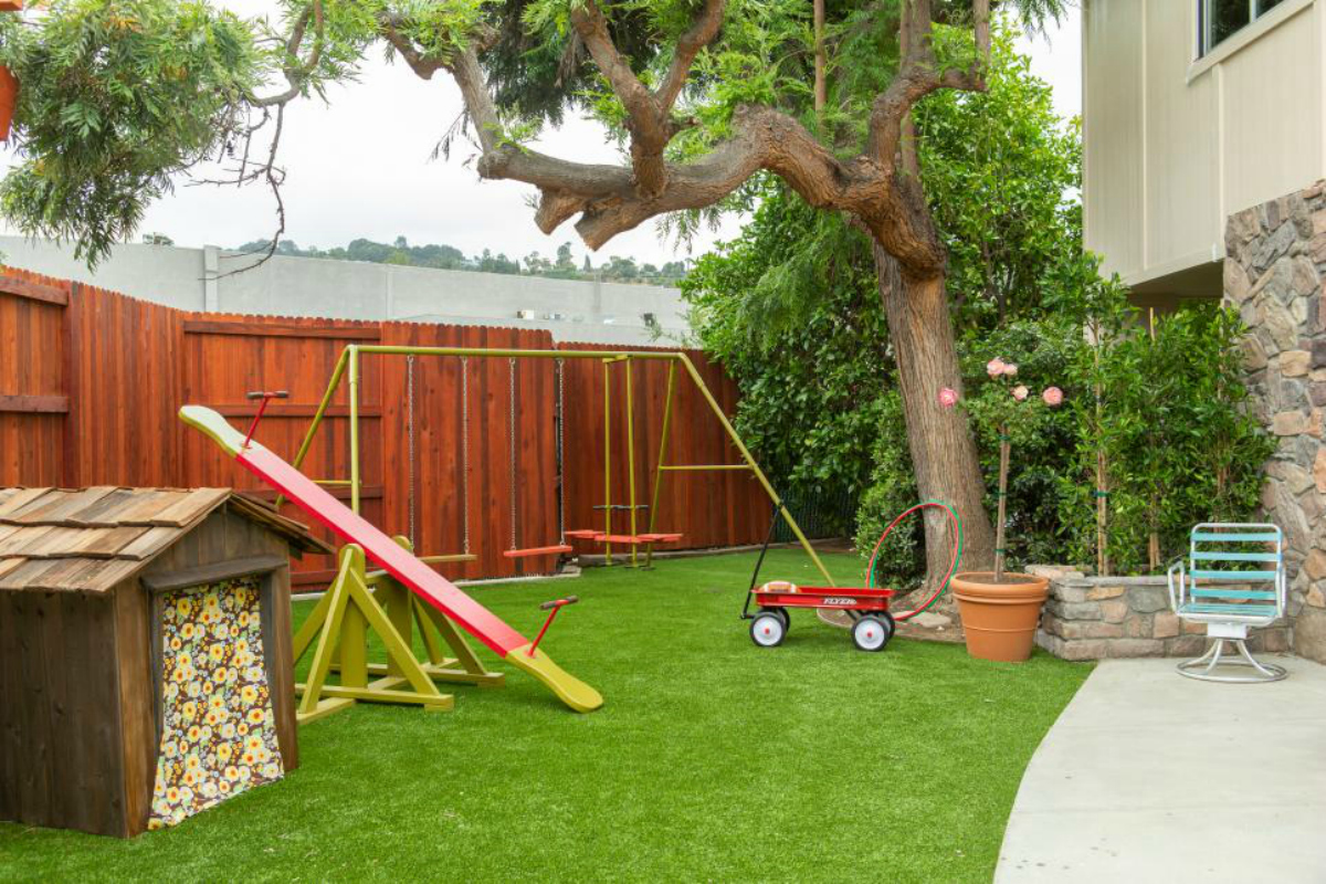 Brady Bunch Backyard with playhouse and swingset