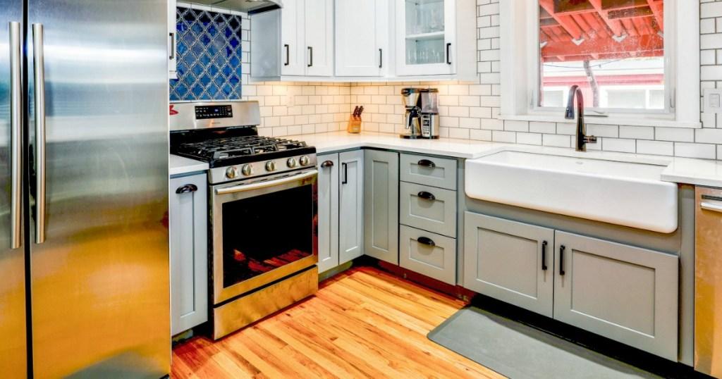 Small Farmhouse kitchen with white subway tile