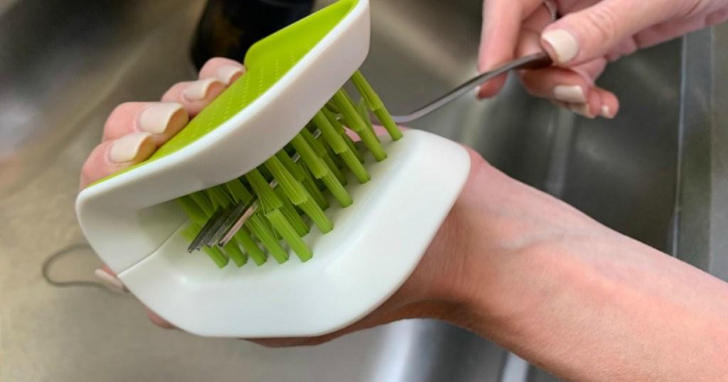 Cleaning fork with Joseph Joseph BladeBrush kitchen gadget