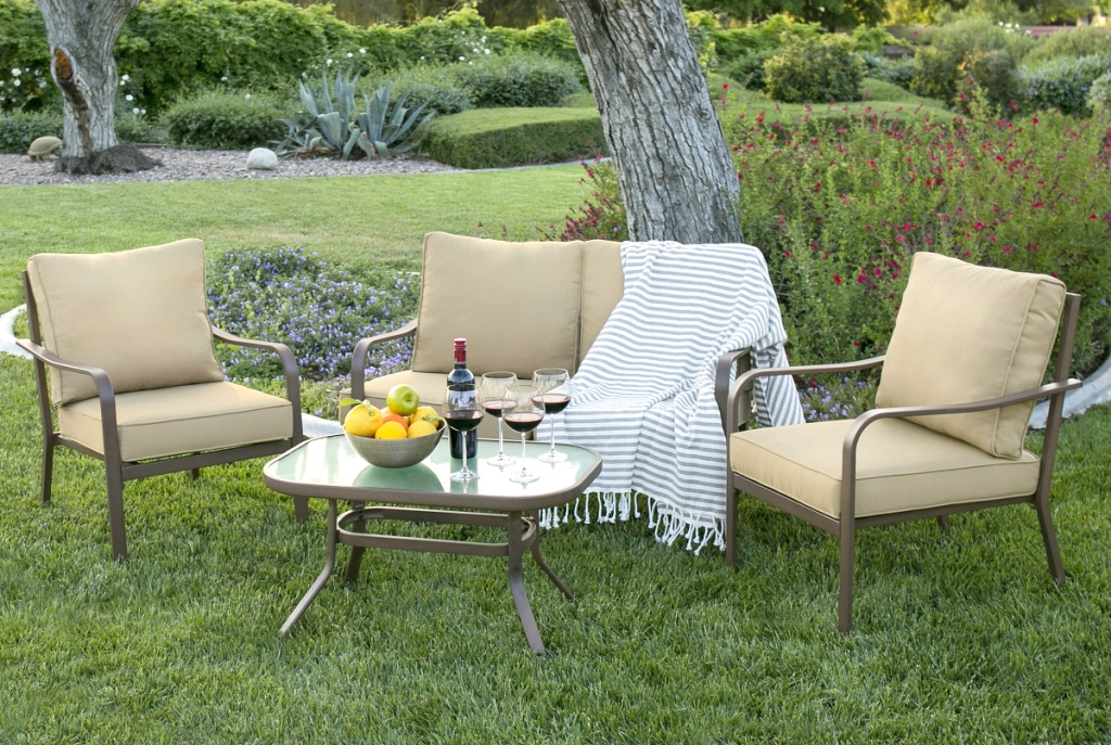 4-Piece Outdoor Patio Furniture Set - Red