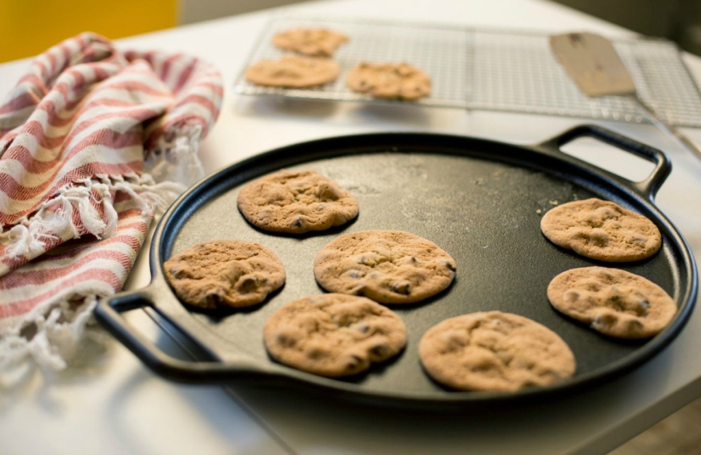 baked cookies on Lodge Pizza Pan