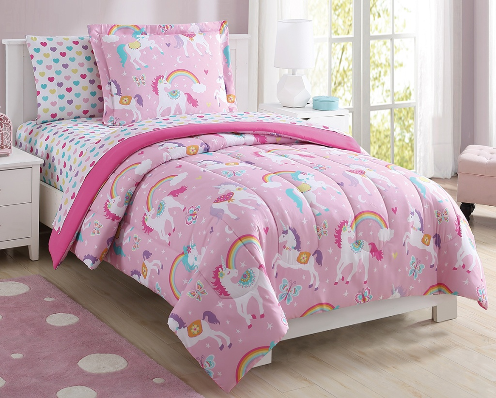 unicorn bedspread in girls room