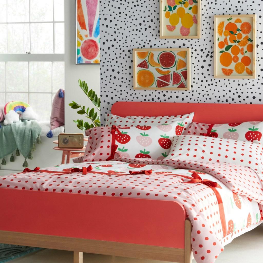 Flower Kids strawberry bedding