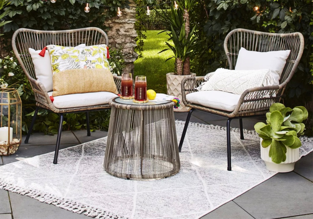 patio set on outdoor area rug